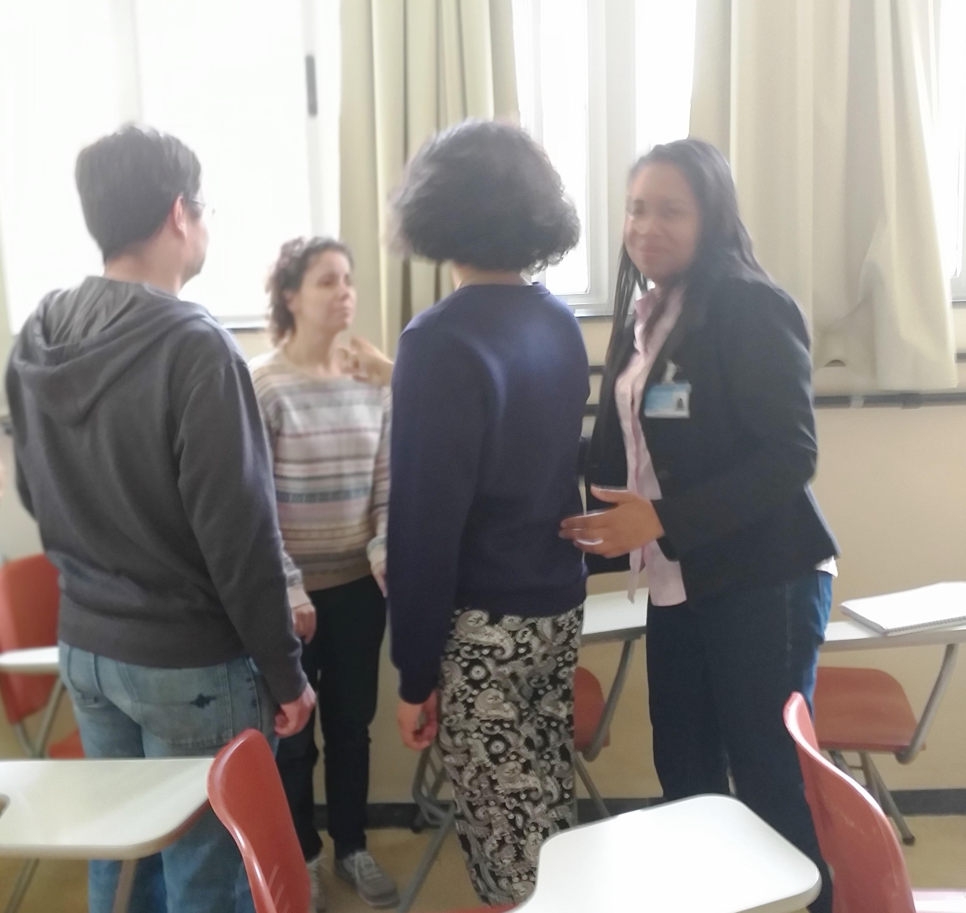 Foto 15 - Enfermeira Andréia orientando participantes